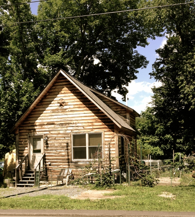 This small, quaint cottage sits on the edge of Freeport's smart shopping district.